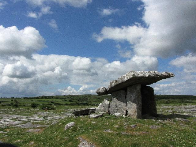 プールナブローン・ドルメン バレン高原 アイルランド Poulnabrone dolmen, The Burren, Ireland  2009/06/06 Photo by Kohyuh