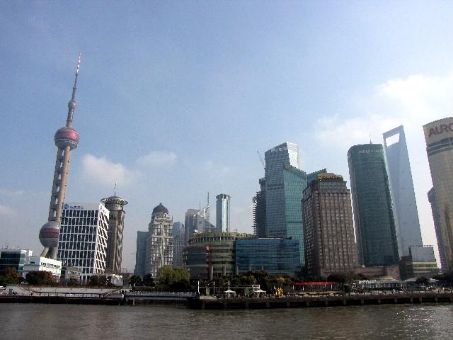 今も増殖を続ける高層ビル群 上海 Photo by Kohyuh 2010/01/06