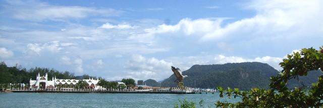 伝説公園からクア桟橋を望む
