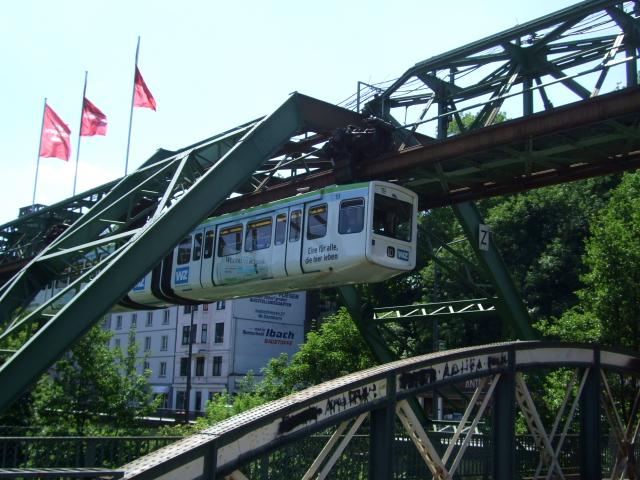 懸垂式モノレール 2011/05/30 Photo by Kohyuh