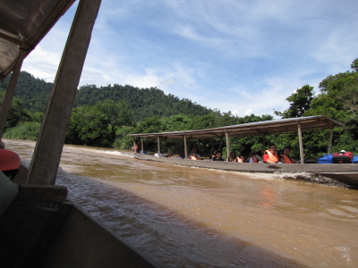 すれ違い Boat, River Tembeling, Malaysia 2010/06/06 Photo by kohyuh