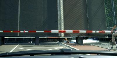 跳ね橋の間をヨットが通過する レーワルデン Leeuwarden 2011/06/06 Photo by Kohyuh
