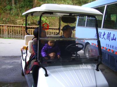 送迎用の電気自動車 駐車場からホテルまで無料送迎 2012/03/03 Photo by Kohyuh
