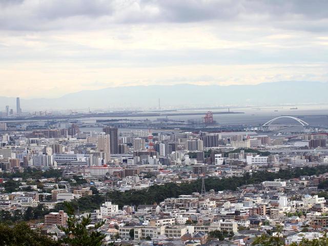 """""""西宮の街並み遠望"""" 2013/10/22 Photo by Manda (写真提供: 萬田)"""