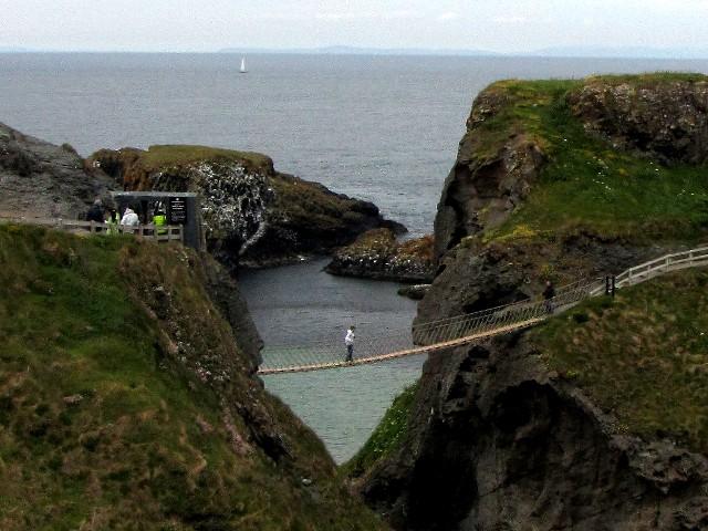 キャリック・ア・リードの吊橋 北アイルランド Carrick-a-Rede Ropebridge, Northern Ireland 2009/06/12 Photo by Kohyuh