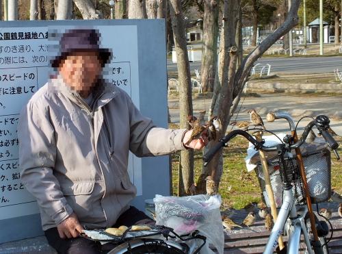 スズメおじさん (写真提供: 長村)