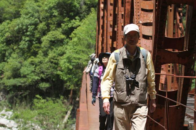 鉄橋を歩く