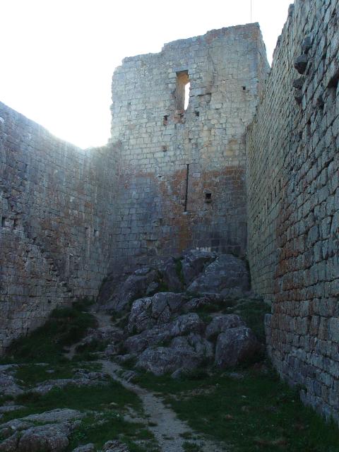 モンセギュール砦 The Fortress of Montsegur (12景-4) Montsegur, France 2005/05/20 Photo by Kohyuh