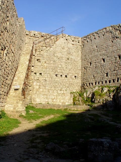 モンセギュール砦 The Fortress of Montsegur (12景-5) Montsegur, France 2005/05/20 Photo by Kohyuh