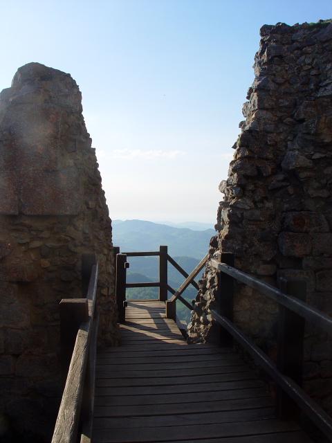 モンセギュール砦 The Fortress of Montsegur (12景-9) Montsegur, France 2005/05/20 Photo by Kohyuh