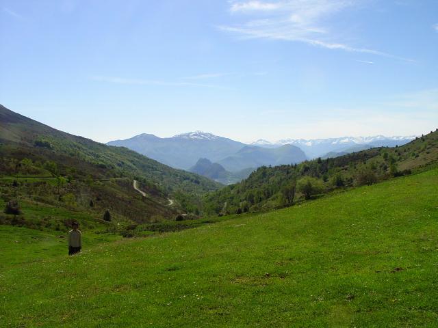 モンセギュールに向かって (6景-1) bound to Montsegur,  Frabce, 2005/05/20