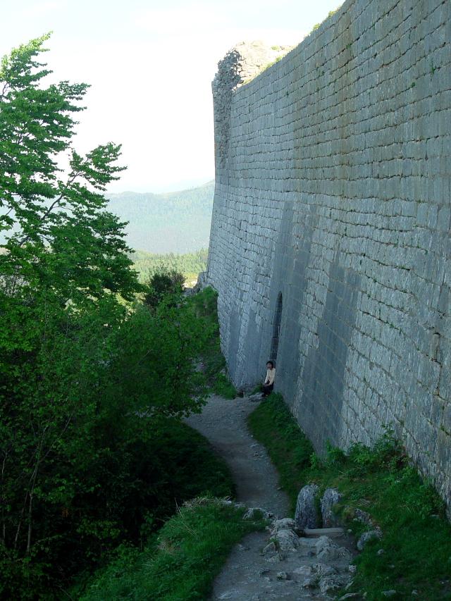 モンセギュール砦 The Fortress of Montsegur (12景-7) Montsegur, France 2005/05/20 Photo by Kohyuh